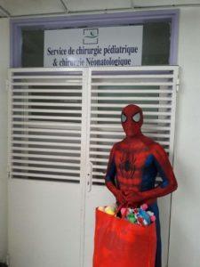 الرجل العنكبوت، و مبادرته مع جناح الاطفال بالمستشفى