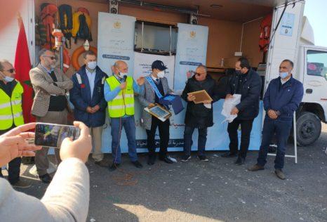 حملة تحسيسية بميناء الجرف الأصفر حول أهمية السلامة البحرية مع تكريم نور الدين العيساوي